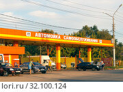 "Купить «Saratov, Russia - 08/24/2019: Car wash with a sign in Russian ""24-hour self-service car wash 24 hours""», фото № 32100124, снято 24 августа 2019 г. (c) Светлана Евграфова / Фотобанк Лори"