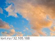 Купить «Небесный закатный пейзаж. Golden sky background - picturesque colorful clouds lit by sunlight, picturesque sunset sky», фото № 32105188, снято 14 июня 2018 г. (c) Зезелина Марина / Фотобанк Лори