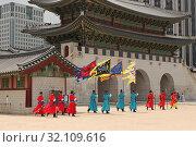 Купить «The changing of the guard at Gwanghwamun Gate, Seoul, South Korea», фото № 32109616, снято 13 августа 2018 г. (c) ok_fotoday / Фотобанк Лори