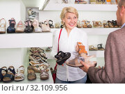 Woman and man in shoe store. Стоковое фото, фотограф Яков Филимонов / Фотобанк Лори