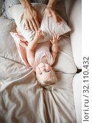 Купить «young parents hugging smiling one year old girl lying on the sofa at home», фото № 32110432, снято 16 октября 2019 г. (c) Ирина Мойсеева / Фотобанк Лори