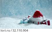 Купить «Santa hat and gifts in snow», видеоролик № 32110904, снято 1 сентября 2019 г. (c) Иван Михайлов / Фотобанк Лори