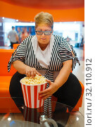 Купить «Fat woman holding popcorn in the cinema hall», фото № 32110912, снято 24 мая 2019 г. (c) Tryapitsyn Sergiy / Фотобанк Лори