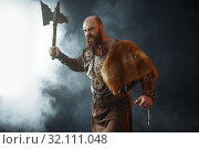 Купить «Bearded viking with axe enters the battle», фото № 32111048, снято 27 марта 2019 г. (c) Tryapitsyn Sergiy / Фотобанк Лори