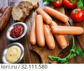 Купить «Fresh raw sausage», фото № 32111580, снято 15 апреля 2019 г. (c) Надежда Мишкова / Фотобанк Лори