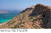 Aerial video of Platiskinos mountain range. Crete, Greece. (2019 год). Стоковое видео, видеограф Serg Zastavkin / Фотобанк Лори