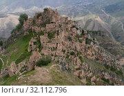 Купить «Гамсутль - заброшенный горный аул в Дагестане», фото № 32112796, снято 12 августа 2019 г. (c) Максим Гулячик / Фотобанк Лори