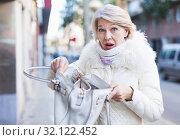 Mature woman is afraiding because her was robbed. Стоковое фото, фотограф Яков Филимонов / Фотобанк Лори