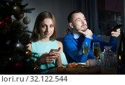 Купить «Bored couple celebrating Christmas», фото № 32122544, снято 15 января 2019 г. (c) Яков Филимонов / Фотобанк Лори