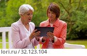 Купить «senior women with tablet pc at summer park», видеоролик № 32123104, снято 25 августа 2019 г. (c) Syda Productions / Фотобанк Лори