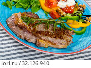 Купить «Fried beef loin with summer salad», фото № 32126940, снято 27 июня 2018 г. (c) Яков Филимонов / Фотобанк Лори