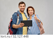Купить «happy couple of tourists with tablet computer», фото № 32127448, снято 17 марта 2019 г. (c) Syda Productions / Фотобанк Лори