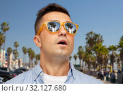 Купить «surprised man in sunglasses over venice beach», фото № 32127680, снято 22 июля 2015 г. (c) Syda Productions / Фотобанк Лори