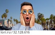 Купить «surprised man in sunglasses over venice beach», фото № 32128616, снято 22 июля 2015 г. (c) Syda Productions / Фотобанк Лори
