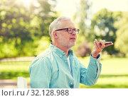 Купить «old man using voice command recorder on smartphone», фото № 32128988, снято 9 июля 2016 г. (c) Syda Productions / Фотобанк Лори