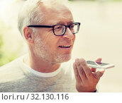 Купить «old man using voice command recorder on smartphone», фото № 32130116, снято 16 июля 2016 г. (c) Syda Productions / Фотобанк Лори