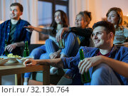 Купить «happy friends with drinks watching tv at home», фото № 32130764, снято 22 декабря 2018 г. (c) Syda Productions / Фотобанк Лори