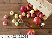 Купить «bottles of apple juice or vinegar on wooden table», фото № 32132524, снято 23 августа 2018 г. (c) Syda Productions / Фотобанк Лори