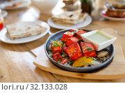 Купить «close up of paneer tikka dish with sauce on table», фото № 32133028, снято 2 мая 2017 г. (c) Syda Productions / Фотобанк Лори