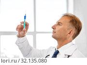 Купить «smiling doctor with syringe at hospital», фото № 32135080, снято 6 июля 2013 г. (c) Syda Productions / Фотобанк Лори