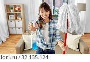 Купить «asian woman with mop and detergent cleaning home», фото № 32135124, снято 13 апреля 2019 г. (c) Syda Productions / Фотобанк Лори