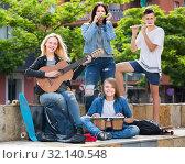 Купить «Teenagers friends playing musical instruments», фото № 32140548, снято 7 апреля 2020 г. (c) Яков Филимонов / Фотобанк Лори