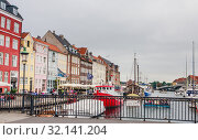 Купить «Padlocks on railing of road bridge Nyhavnsbroen .  Calm hurbour of Nyhavn, Copenhagen. Denmark», фото № 32141204, снято 14 июля 2019 г. (c) Николай Коржов / Фотобанк Лори