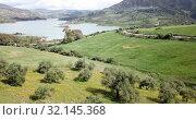 Купить «Panoramic view over Embalse de Zahara inland lake, Andalusia, Spain», видеоролик № 32145368, снято 18 апреля 2019 г. (c) Яков Филимонов / Фотобанк Лори