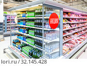 Купить «Beer cans and bottles in supermarket. Text in Russian: Action (Sale)», фото № 32145428, снято 30 марта 2019 г. (c) FotograFF / Фотобанк Лори