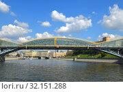 Bogdan Khmelnitsky (Kievsky) Pedestrian Bridge. Moscow (2019 год). Редакционное фото, фотограф Валерия Попова / Фотобанк Лори