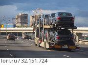 Купить «Transportation of car on semi-trailer», фото № 32151724, снято 9 июня 2018 г. (c) Юрий Бизгаймер / Фотобанк Лори