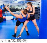 Купить «Woman is training captures with man on the self-defense course in gym.», фото № 32153004, снято 21 августа 2017 г. (c) Яков Филимонов / Фотобанк Лори