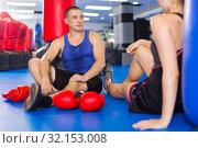 Woman is talking with trainer on the floor. Стоковое фото, фотограф Яков Филимонов / Фотобанк Лори
