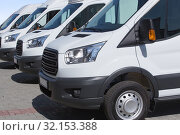 Minibuses and vans outside. Стоковое фото, фотограф Юрий Бизгаймер / Фотобанк Лори