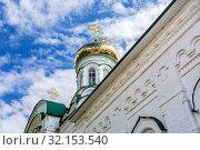 Купить «Golden domes of the Holy Trinity Cathedral», фото № 32153540, снято 11 июня 2018 г. (c) FotograFF / Фотобанк Лори