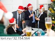 Купить «Christmas business cocktail party in office», фото № 32154564, снято 14 января 2019 г. (c) Яков Филимонов / Фотобанк Лори