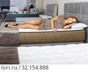 Купить «Woman choosing mattress in furnishings store», фото № 32154888, снято 22 октября 2018 г. (c) Яков Филимонов / Фотобанк Лори