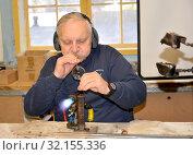 Купить «Мастер выдувает стеклянную елочную игрушку. Фабрика елочных игрушек. Кентшин, Польша», фото № 32155336, снято 18 ноября 2018 г. (c) Ирина Борсученко / Фотобанк Лори