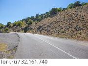 Купить «Crimea the twisting highway», фото № 32161740, снято 24 июля 2015 г. (c) Юрий Бизгаймер / Фотобанк Лори
