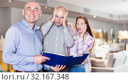 Купить «Furniture salesman with couple shocked by prices», фото № 32167348, снято 16 мая 2017 г. (c) Яков Филимонов / Фотобанк Лори