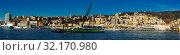 Купить «Old port of Genova city with cargo boats with crane at quay», фото № 32170980, снято 15 декабря 2019 г. (c) Яков Филимонов / Фотобанк Лори