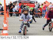 Купить «Competitions children on bicycles», фото № 32173924, снято 21 июля 2019 г. (c) Алексей Кузнецов / Фотобанк Лори