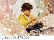 Купить «boy with pots playing music in kids tent at home», фото № 32174036, снято 18 февраля 2018 г. (c) Syda Productions / Фотобанк Лори