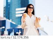 Купить «happy woman with takeaway coffee and lunch in city», фото № 32174356, снято 13 июля 2019 г. (c) Syda Productions / Фотобанк Лори