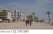 Купить «Quay of popular Spanish tourist town of Peniscola on Mediterranean coast in sunny spring day», видеоролик № 32176580, снято 16 апреля 2019 г. (c) Яков Филимонов / Фотобанк Лори