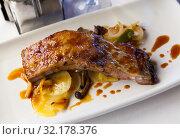 Купить «Pork ribs in teriyaki sauce», фото № 32178376, снято 7 июля 2020 г. (c) Яков Филимонов / Фотобанк Лори