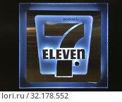 Купить «7 eleven store signboard», фото № 32178552, снято 8 декабря 2018 г. (c) Александр Подшивалов / Фотобанк Лори