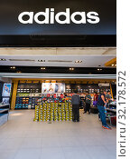Купить «People at Adidas store downtown Hong Kong», фото № 32178572, снято 20 марта 2017 г. (c) Александр Подшивалов / Фотобанк Лори