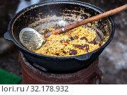 Купить «Cooking traditional Uzbek pilaf in a large cauldron», фото № 32178932, снято 10 марта 2019 г. (c) FotograFF / Фотобанк Лори