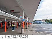 Купить «Южный автовокзал. Город Калининград. Россия», фото № 32179236, снято 3 сентября 2019 г. (c) E. O. / Фотобанк Лори
